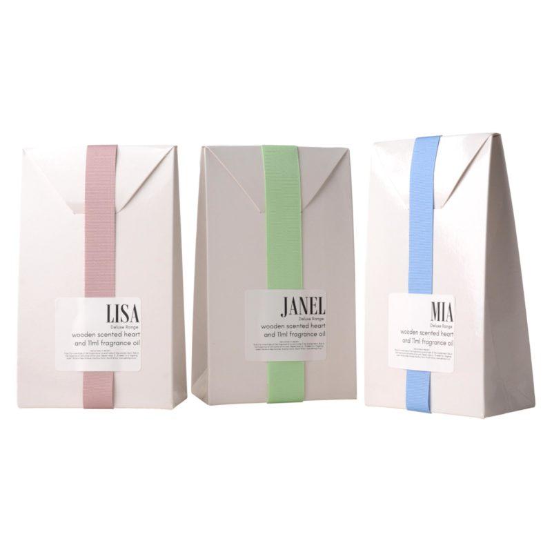Deluxe-wooden-scented-heart-on-ribbon-11ml-fragrance-oil-white-gift-bag-